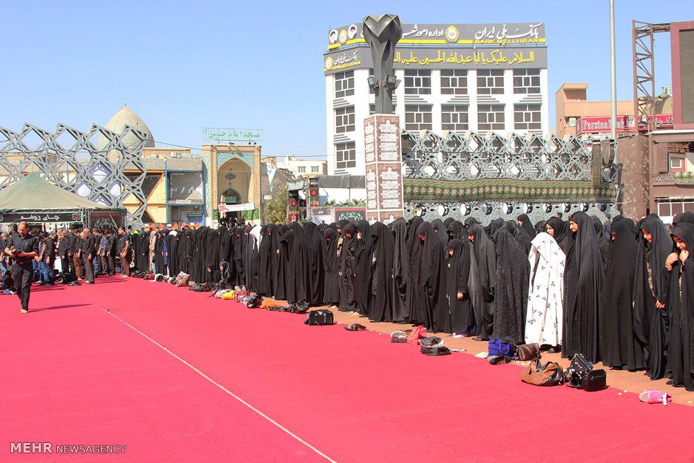اقامه نماز ظهر تاسوعا در میدان امام حسین (ع)
