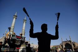 العزاء الحسيني  يوم عاشوراء في مدينة قم المقدسة /صور