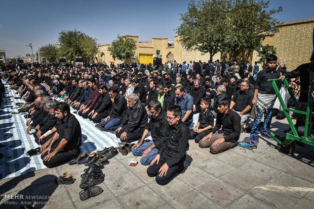 عزاداری و اقامه نماز ظهر عاشورا در شیراز