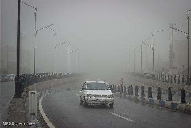 مه غلیظ در گردنه های استان زنجان حاکم است