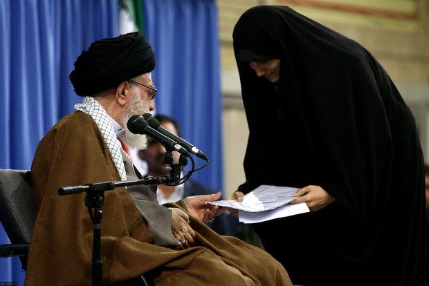Academically outstanding students met with Ayatollah Khamenei