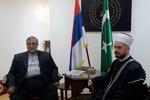 جمهوری اسلامی به تنهایی بار جهان اسلام را به دوش میکشد