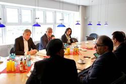 دیدار مسئولان غرفه ایران در نمایشگاه کتاب فرانکفورت با یورگن باس