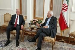 ظريف يستقبل السفير اليوناني في طهران