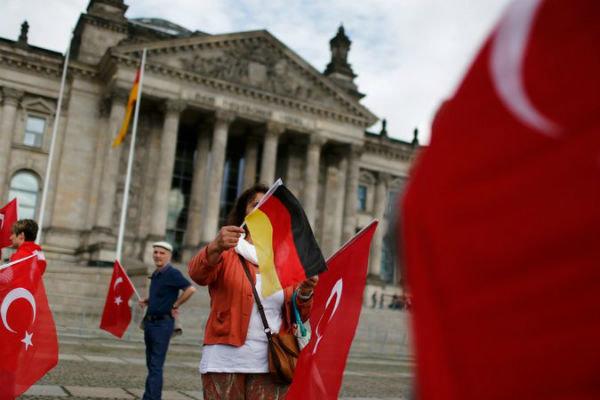 Almanya'da seçim kampanyası yürütülemeyecek