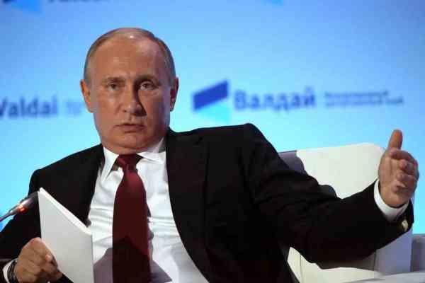 پوتین لباس های کثیف غرب را به نمایش می گذارد