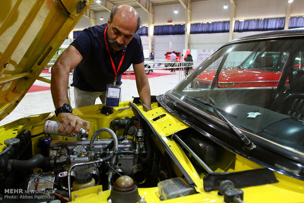 Vintage cars staged in Isfahan
