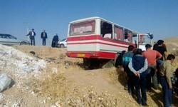 تصادف کامیون و مینی بوس در اتوبان تهران- ساوه/۱۰ نفر مصدوم شدند