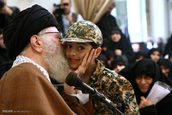 Leader receives families of Defenders of Shrine martyrs