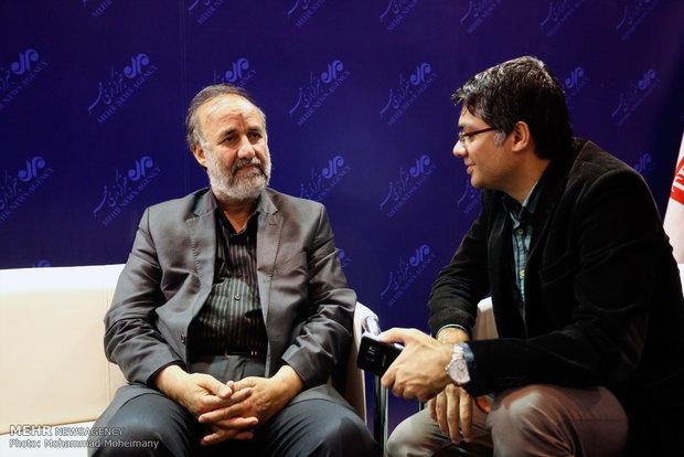 حسن بیادی در غرفه مهر در چهارمین روز بیست و دومین نمایشگاه مطبوعات و خبرگزاریها-2