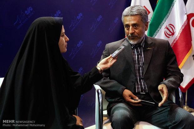 دریادار حبیب الله سیاری در غرفه مهر در چهارمین روز بیست و دومین نمایشگاه مطبوعات و خبرگزاریها-2