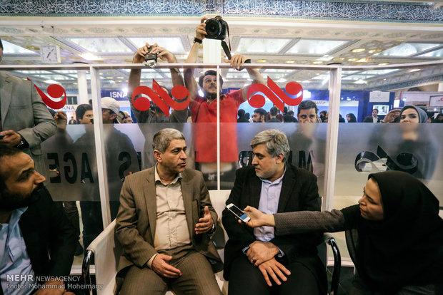حضور علی طیب نیا وزیر اقتصاد در غرفه خبرگزاری مهر در چهارمین روز بیست و دومین نمایشگاه مطبوعات و خبرگزاریها-2
