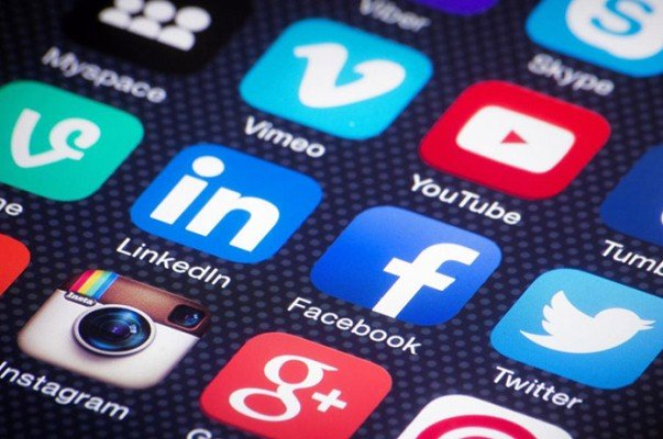 پاکستانی حکومت نے سوشل میڈیا پر عارضی پابندی عائد کردی