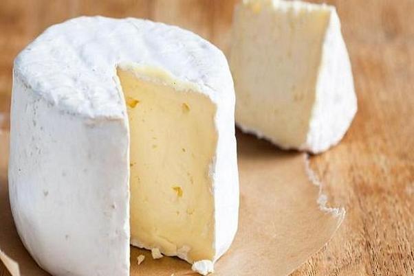 مصرف پنیر به کاهش زوال شناختی کمک می کند