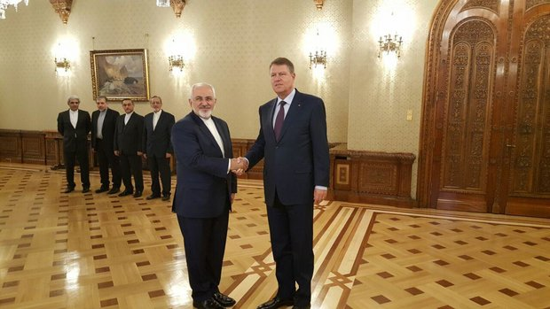ظريف يلتقي برئيس رومانيا