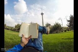 """الكتاب"" دائماً وفي كل مكان /صور"