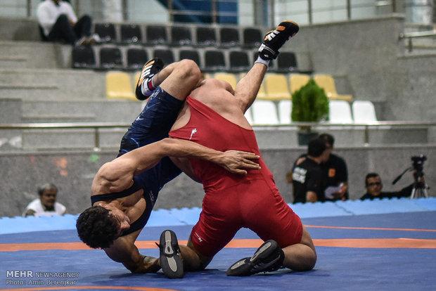 رقابت های کشتی آزاد قهرمانی کشور در شیراز