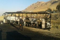 اتوبوس مسافربری حوالی خروجی «واوان» در آتش سوخت
