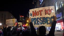 آلاف الأمريكيين يحتجون لليوم الرابع على فوز ترامب