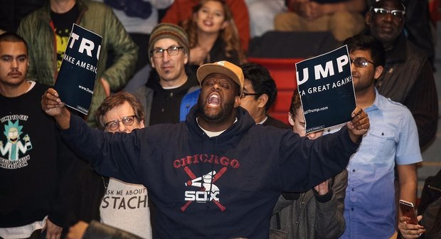 Thousands protest US president-elect in Chicago
