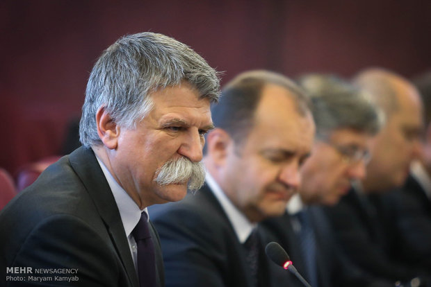 Economy min. meets with Hungarian official