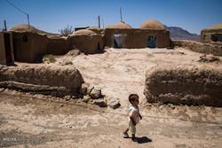 آبیاری باغ ها با آب آشامیدنی و لب های تشنه مردم منوجان