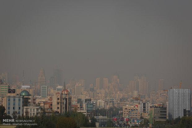 مسؤول ثقافي ايراني يعتذر للسياح الاجانب بسبب تلوث الهواء في طهران