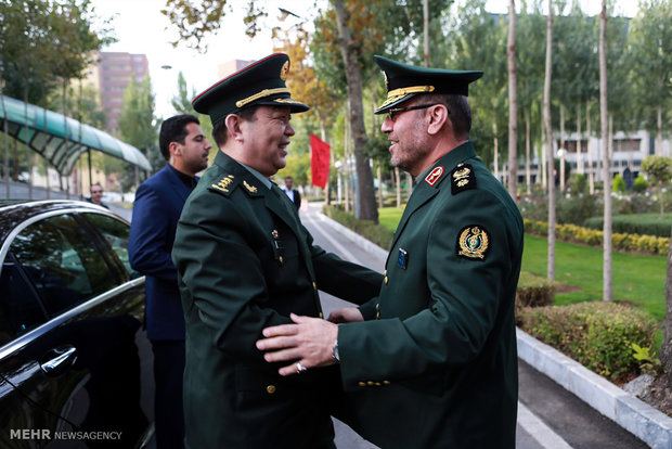 Iranian, Chinese defense ministers meet