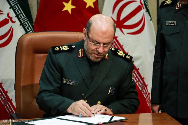 وزير الدفاع الايراني يلتقي برئيس هيئة الأركان المشتركة في جنوب أفريقيا