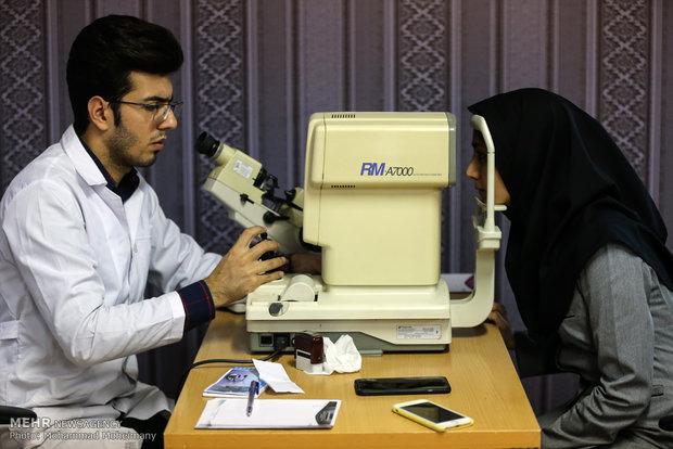 شرایط روزه داری بیماران چشمی/قطره چشمی روزه را باطل نمی کند