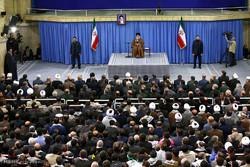 لقاء قائد الثورة الإسلامية بأهالي مدينة اصفهان /صور