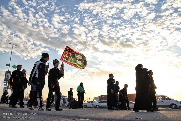 Hosseini pilgrims walking from Najaf to Karbala