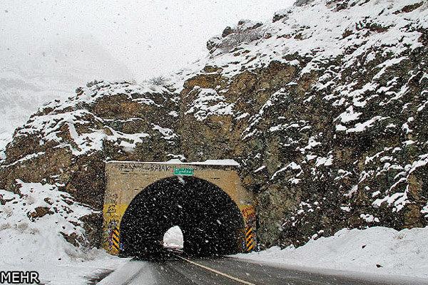 تمامی محورهای کرمان باز است/هشدار در خصوص یخ زدگی سطح جاده ها
