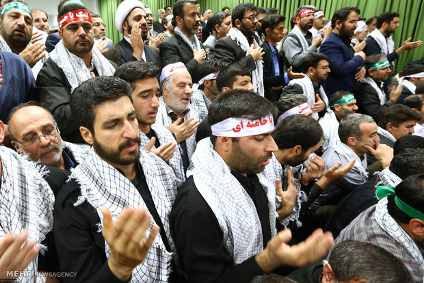 Leader receives followers from Isfahan