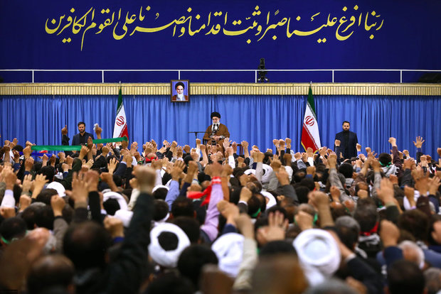 Thousands of people from Esfahan Province met with Ayatollah Khamenei