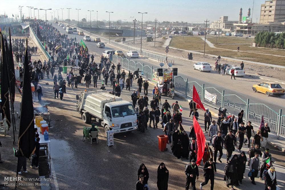 راهپیمایی زائران در مسیر نجف به کربلا
