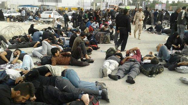 2277749 - سرگردانی زوار اربعین در پایانه مرزی مهران+تصاویر