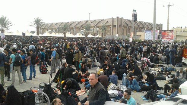 2277751 - سرگردانی زوار اربعین در پایانه مرزی مهران+تصاویر