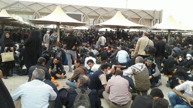 2277752 - سرگردانی زوار اربعین در پایانه مرزی مهران+تصاویر