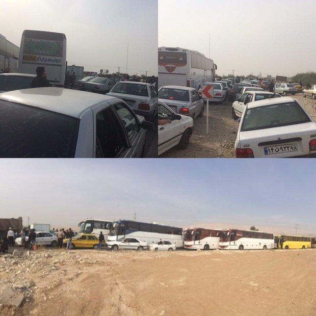 2277760 - سرگردانی زوار اربعین در پایانه مرزی مهران+تصاویر