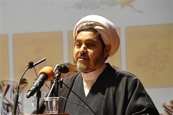 نیروی انتظامی امنیت را در سایه قانون مداری حفظ کند