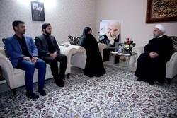 روحاني: يجب على الشباب أن يكملوا طريق الشهادة والعزة
