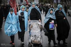 مسيرة الأربعين الحسيني في يوم طهراني ماطر /صور