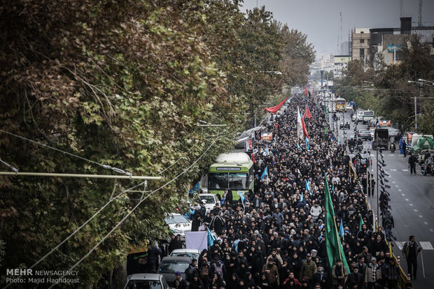 Tehrani citizens embark on Arbaeen march
