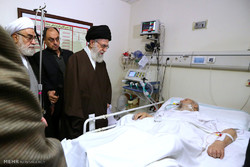 Leader visits Ayatollah Mousavi Ardebili in hospital