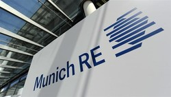 Iran says Germany's reinsurance giant Munich Re is considering plans to provide services to the Iranian market.