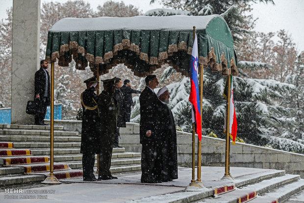 الرئيس روحاني يستقبل نظيره السلوفيني رسمياً