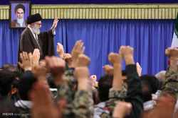Leader receives Basij members, cmdrs.