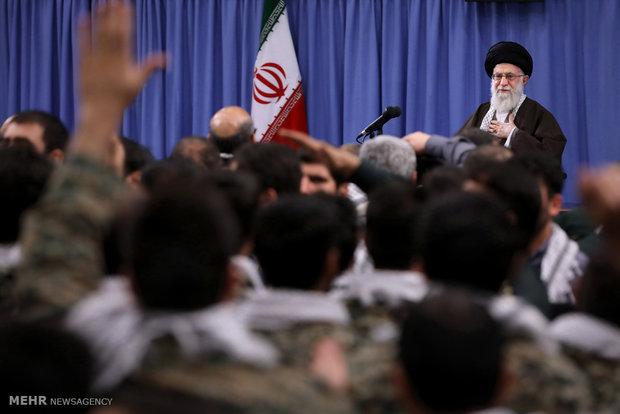 Leader receives Basij members, cmdrs.
