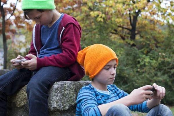۶۶ درصد کودکان ایرانی ۳ تا ۵ سال از موبایل و تبلت استفاده میکنند